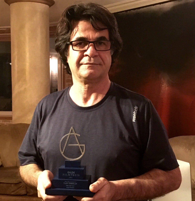 Jafar Panahi nimmt Gilde-Filmpreis 2015 im Iran entgegen